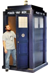 Doctor Who - 3D Lifesize Tardis - Cardboard Cutout