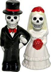 Love Never Dies Salt & Pepper Shaker Set - Locked