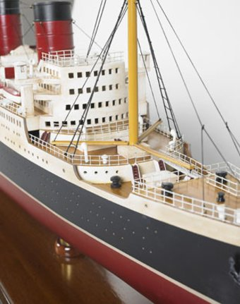 RMS Queen Mary Classic Ship Model